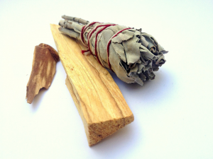 Palo Santo: Tips on how to burn this Holy Wood